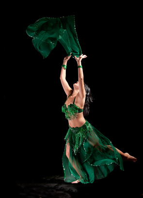 danza con il velo_ladanzaorientale.jpg