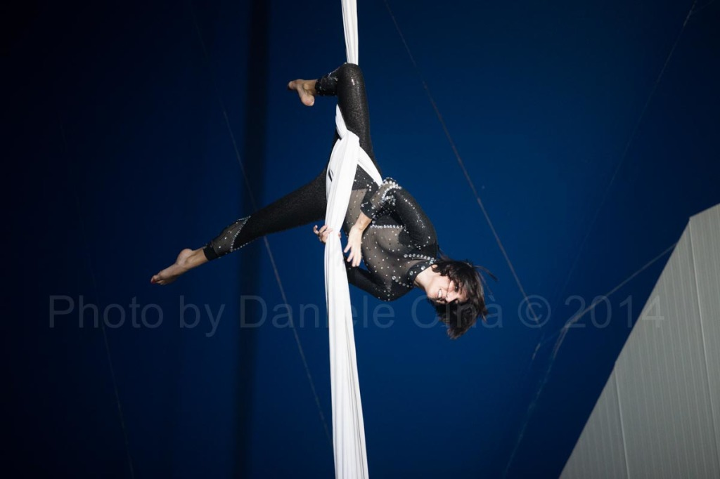 un'allieva della Scuola Nazionale di Circo